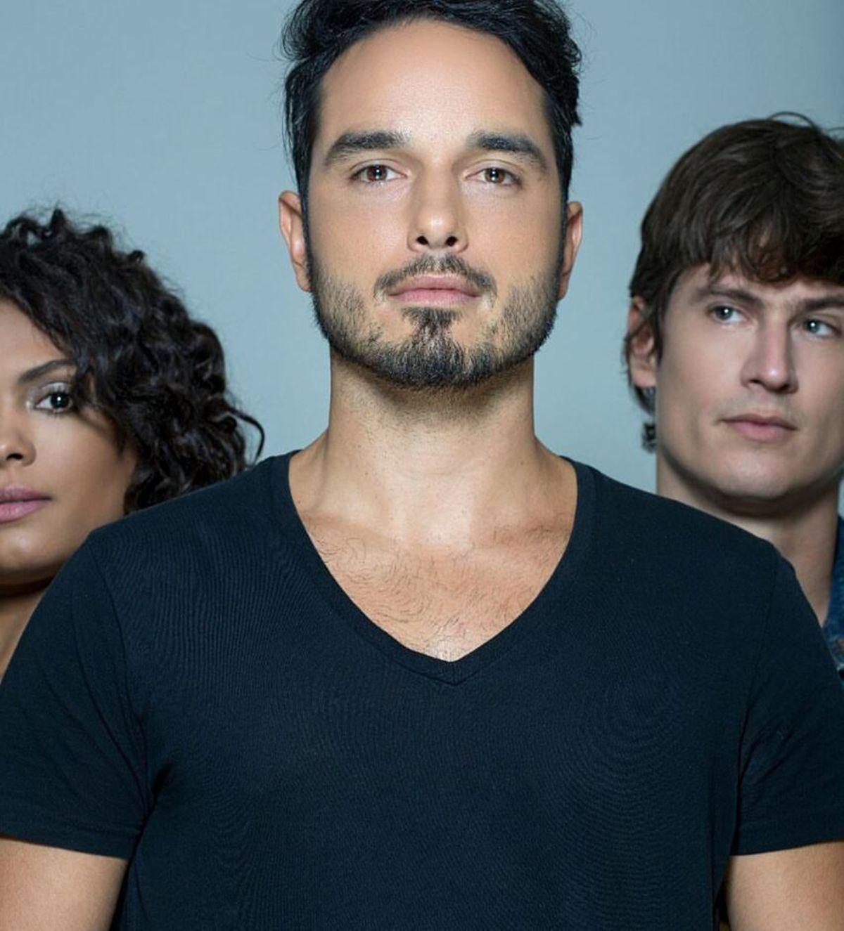 Atriz Lidi Lisboa rochasemcores�   no palco   – entrevista: l�o rosa, lidi