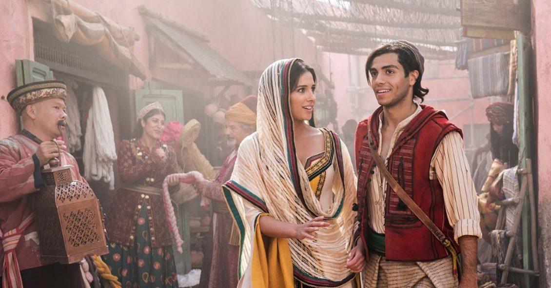 Aladdin (2019) - Mena Massoud e Naomi Scott em cena do filme