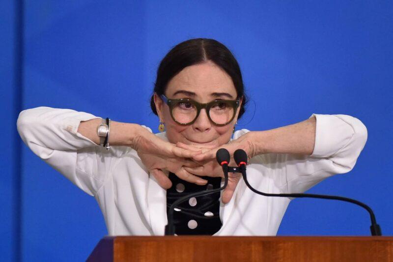 A ineficiente Secretaria Especial de Cultura e sua rainha da suástica