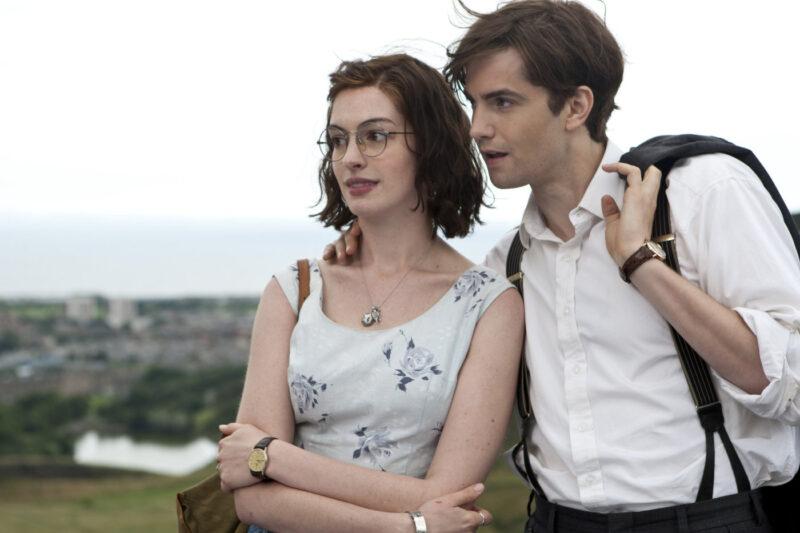 Emma (Anne) e Dexter (Jim) em cena do filme Um Dia