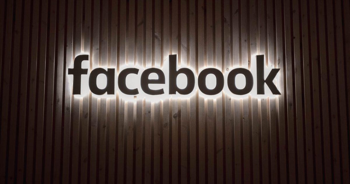 The Outsider - documentário - Facebook